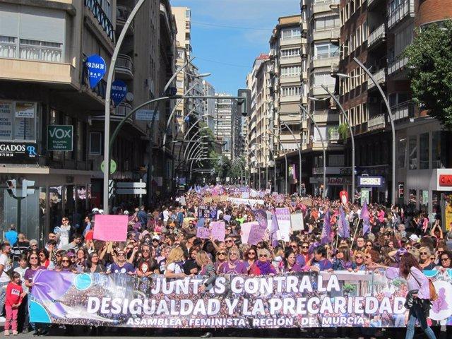 La manifestación del 8M finalizando su reccorrido en la Gran Vía