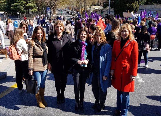 La parlamentaria autonómica y portavoz del grupo popular en el Parlamento de Andalucía, Ana Vanesa García, en la manifestación del 8M en Granada