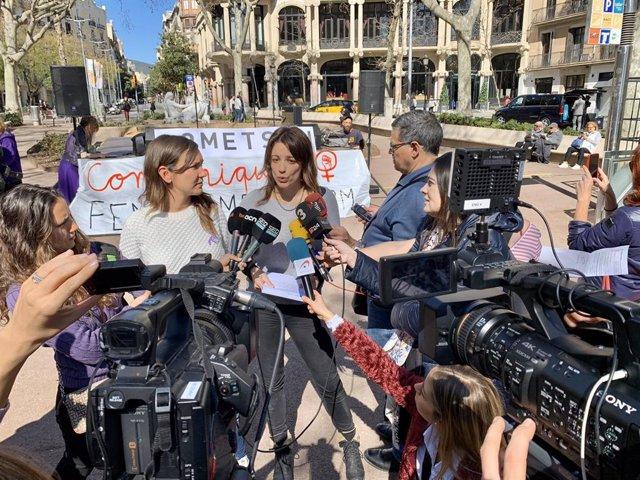 Periodistes es concentren a Barcelona pel Dia Internacional de la Dona