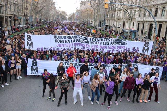 Una imatge de la capçalera de la manifestació feminista de Barcelona, el 8 de març de 2020. (Horitzontal)