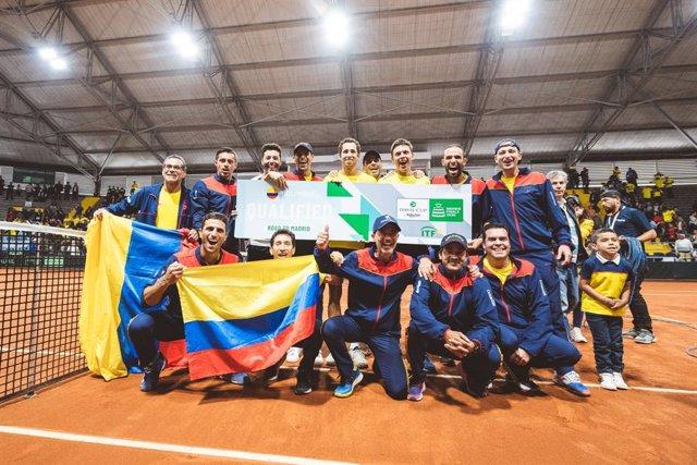 El equipo colombiano de Copa Davis celebra su triunfo sobre Argentina.