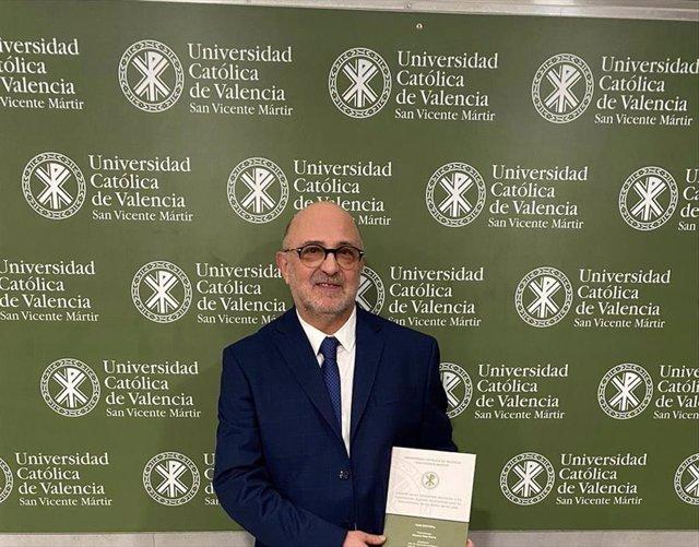 El podólogo riojano Eduardo Nieto ha logrado la categoría de doctor en Ciencias de la Salud en la Universidad Católica de Valencia