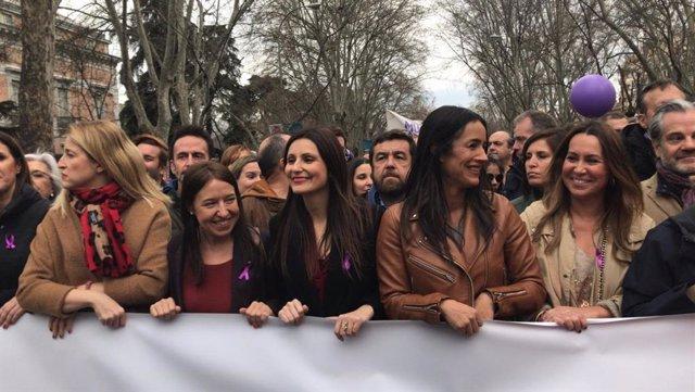 La vicealcaldesa de Madrid, Begoña Villacís, y la portavoz de Ciudadanos en el Senado y líder del partido en Cataluña, Lorena Roldán, en el 8M de Madrid