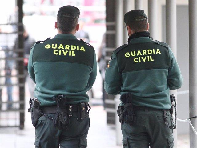 Dos agentes de la Guardia Civil en una imagen de archivo