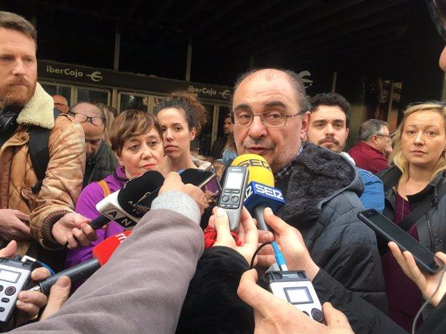 El secretario general del PSOE, Javier Lambán antes de participar en la manifestación del 8-M