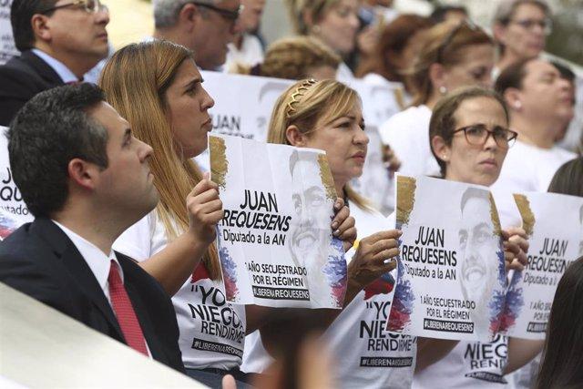 Manifestación en favor del diputado opositor Juan Requesens