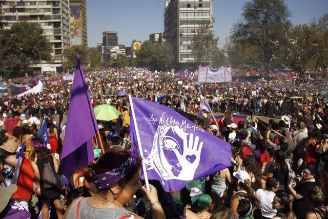 Marcha feminista convocada por la Coordinadora 8M, en Plaza Italia, Santiago de Chile