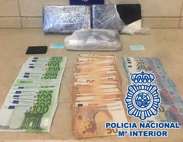 Tres detenidos en la estación de autobuses de Málaga en un control de pasajeros y equipajes a los que se han incautado tres kilos de cocaína
