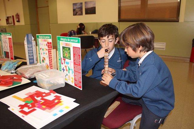 Escolares en uno de los talleres organizados desde la UJA  por el Día Internacional de las Matemáticas