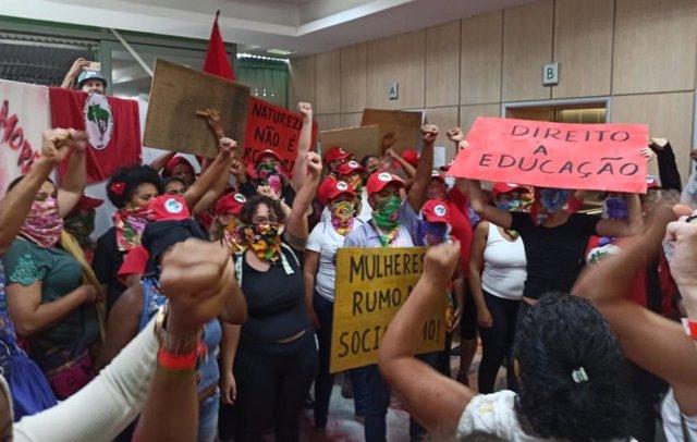 Brasil.- Mujeres del colectivo 'Sin Tierra' ocupan el Ministerio de Agricultura