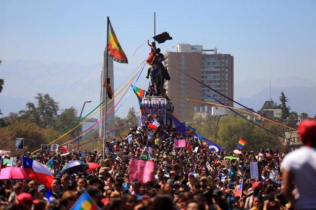Manifestación en Santiago de Chile durante la jornada del Día Internacional de la Mujer 2020.