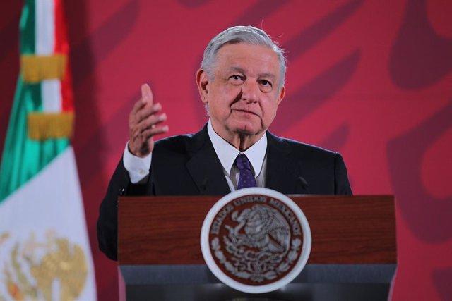 López Obrador felicita a las mujeres que fueron al 8M y destaca el respeto del G