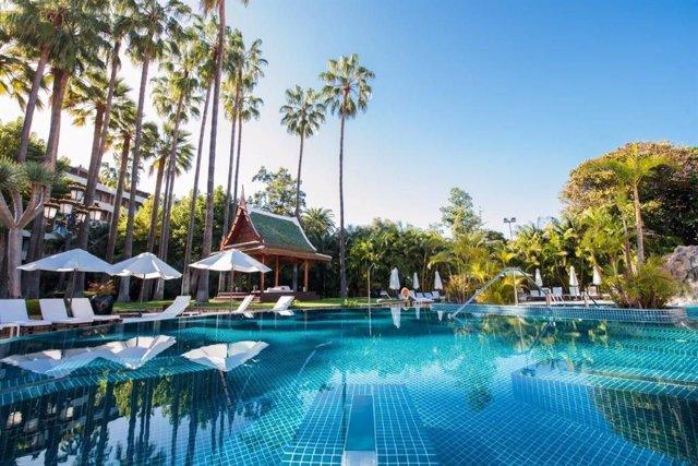 COMUNICADO: El Hotel Botánico & The Oriental Spa Garden recibe en casa en una jo