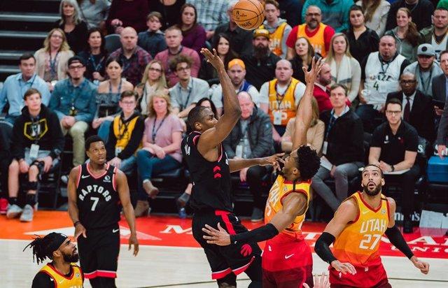 Baloncesto/NBA.- Ibaka se exhibe en ataque y defensa para liderar el triunfo de