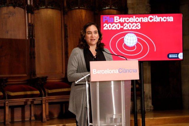 Pla americà de l'alcaldessa Ada Colau durant la presentació del Pla Barcelona Ciència 2020-2023. Imatge del 10/03/2020 (horitzontal)