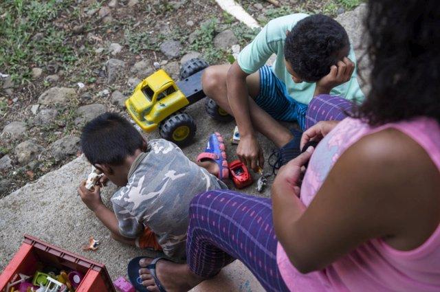 Una solicitante de asilo nicaragüense con sus dos hijos en Costa Rica Andrea