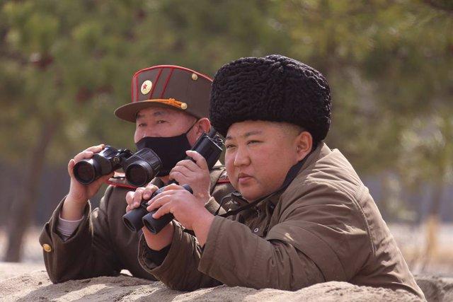Corea.- Kim Jong Un supervisó personalmente el lunes el lanzamiento de proyectil