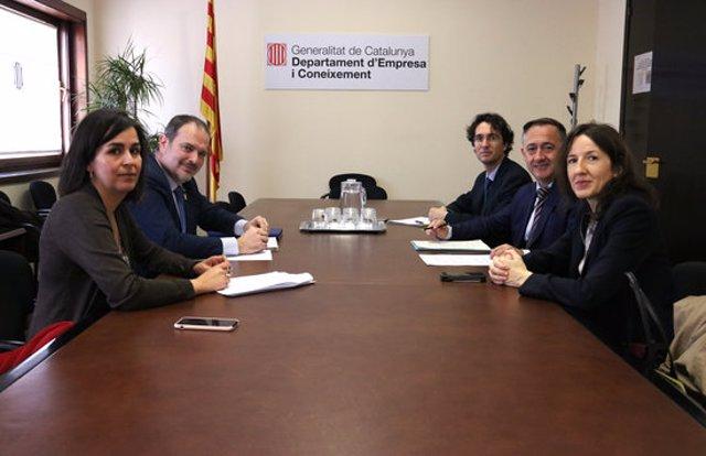 Pla general de la reunió entre el conseller delegat d'ACCIÓ, Joan Romero, i el president de l'associació 22@Network BCN, Xavier Monzó. Imatge del 10 de març. (Horitzontal)