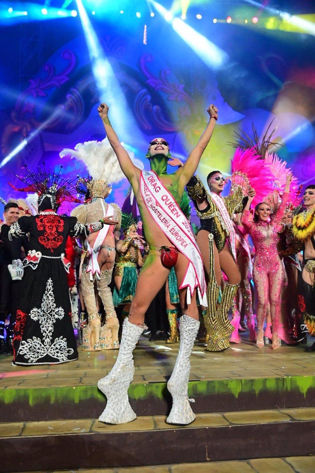 """Resultado de imagen de Enraizados pide responsabilidades al Drag Sethlas por utilizar """"símbolos cristianos"""" en el Carnaval de Las Palmas"""