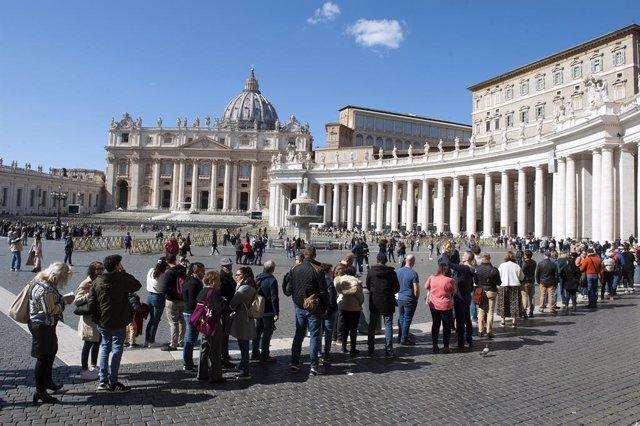 Coronavirus.- El Papa pide a los sacerdotes que tengan el coraje de salir y llev