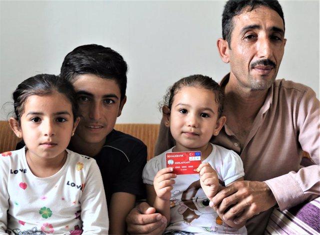 Turquía.- Una tarjeta con dinero en efectivo marca la diferencia para los refugi