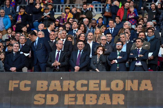 22 February 2020, Spain, Barcelona: FC Barcelona President Josep Maria Bartomeu (C) attends the Spanish Primera Division soccer match between FC Barcelona and SD Eibar at Camp Nou. Photo: -/Espa Photo Agency via CSM via ZUMA Wire/dpa
