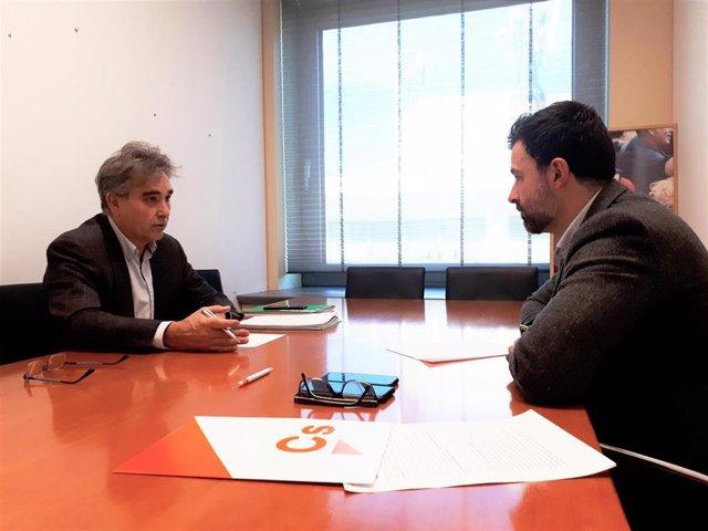 Reunión del presidente de SATSE, Manuel Cascos, con el portavoz de Ciudadanos en la Comisión de Sanidad en el  Congreso de los Diputados, Pablo Cambronero.
