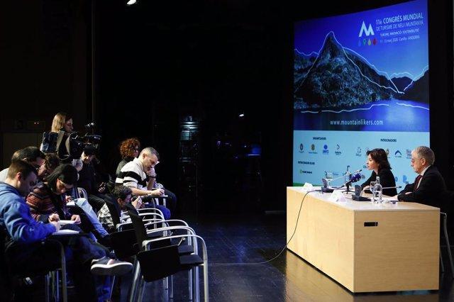 La ministra de Turisme andorrana, Verònica Canals, i el director executiu de l'OMT, Manuel Butler, en la roda de premsa per anunciar la decisió d'ajornar l'esdeveniment.