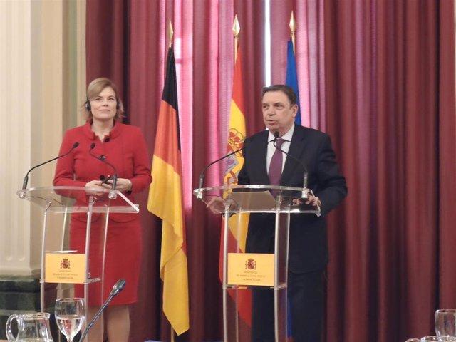 La ministra de Agricultura y Alimentación de Alemania, Julia Klöckner (izq), y el ministro de Agricultura, Pesca y Alimentación, Luis Planas (der).