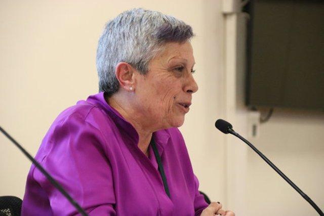 Imatge lateral de Núria Torres, cap del 061 Salut Respon, en roda de premsa el 10 de març de 2020. (Horitzontal)
