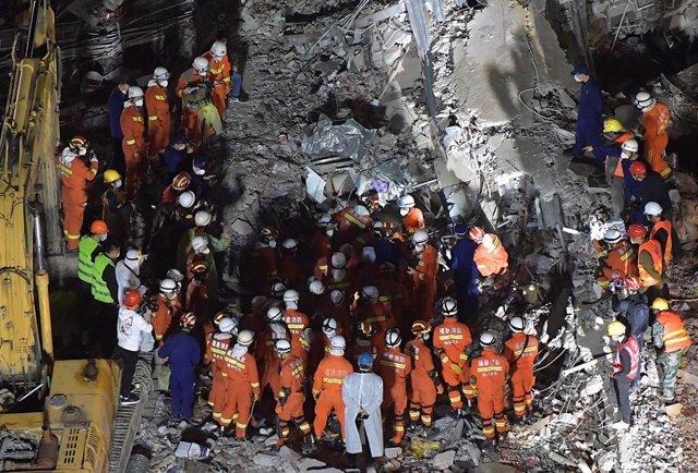 Coronavirus.- Se elevan a 26 los muertos por el derrumbe de un hotel destinado a