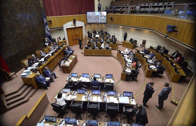 Chile.- El Senado chileno aprueba un proyecto para un Ingreso Mínimo Garantizado