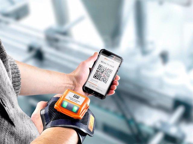 ProGlove dota de escáner y pantalla a su nuevo guante inteligente industrial MAR