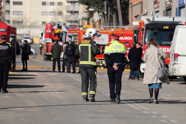 Els serveis d'emergència, treballant a la zona zero de la Via Trajana. Imatge del 11/03/2020 (horitzontal)