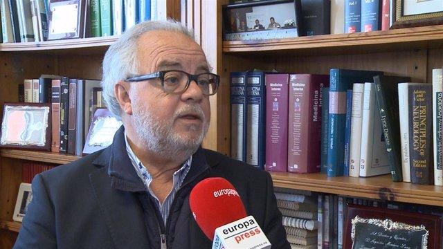 Profesor de Patología Infecciosa de la UEx, Agustín Muñoz Sanz