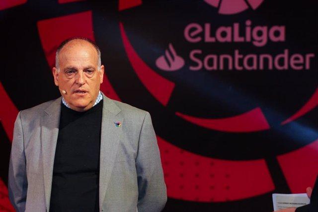 """Fútbol.- LaLiga suspende, """"al menos las dos próximas jornadas"""", de LaLiga Santan"""
