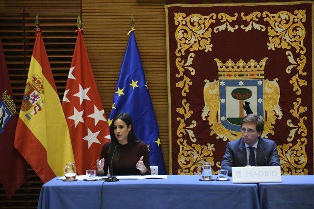 La vicealcaldesa de Madrid, Begoña Villacís  y el alcalde de Madrid, José Luis Martínez-Almeida, informan de los acuerdos adoptados por el Ayuntamiento en relación con el brote de coronavirus