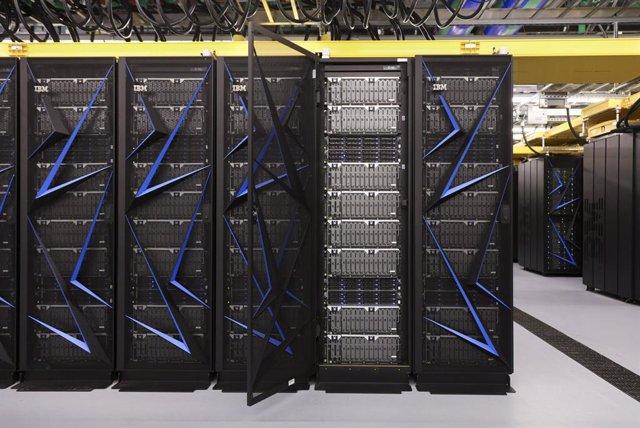 El superodenador Summit de IBM acelera la investigación de medicamentos contra e