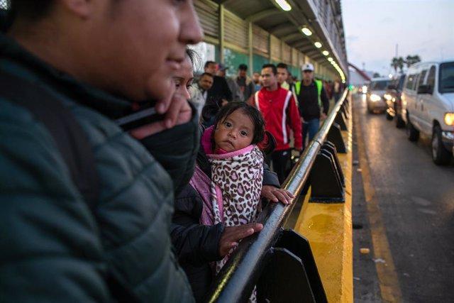 Centroamérica.- EEUU alerta de que miles de migrantes centroamericanos son estaf