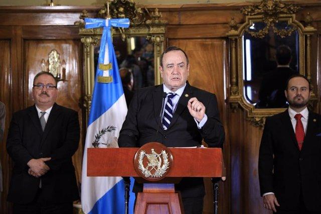 Guatemala.- Giammattei pide al Supremo y la Fiscalía llevar por la vía administr