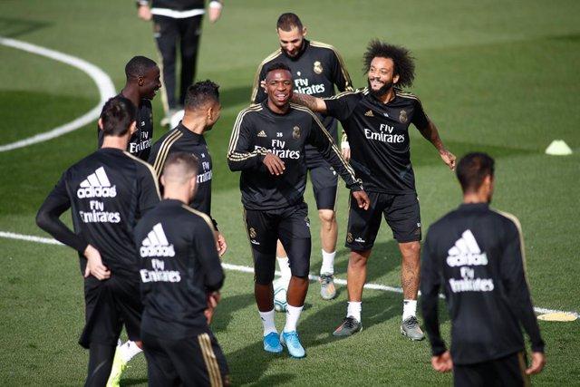 AMP.- Fútbol.- El Real Madrid de fútbol y baloncesto, en cuarentena por el posit
