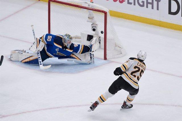 """Varios.- La NHL detiene su competición y la MLB retrasa su inicio """"por al menos"""