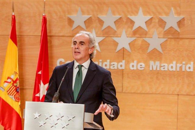 El consejero de Sanidad de la Comunidad de Madrid, Enrique Ruiz Escudero, presenta el plan integral diseñado por el Gobierno regional para que los 102 hospitales madrileños, públicos y privados, afronten con las mejores garantías asistenciales las consecu