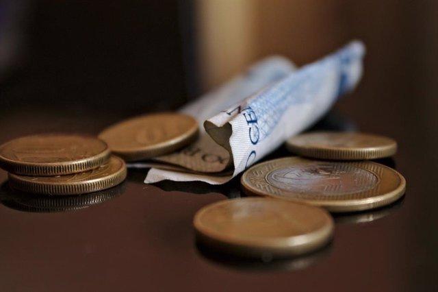 Imatge recurs de bitllets i monedes.