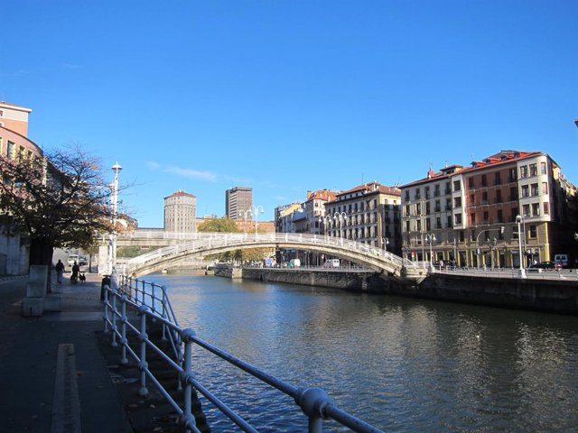 Euskadi, temps assolellat.