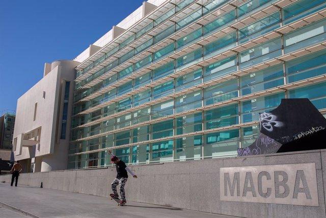 Plaça del Museu d'Art Contemporani de Barcelona (MACBA) (arxiu).