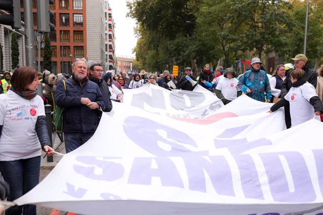 Participants en la manifestació de la Marea Blanca per defensar la sanitat pública a la Comunitat de Madrid, 17 de novembre del 2019.