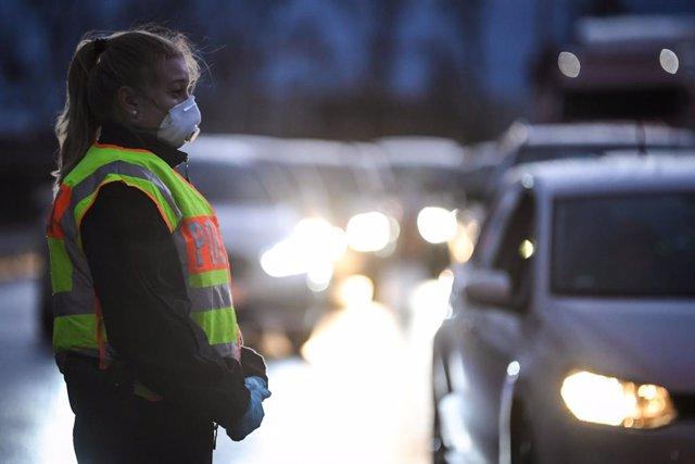 Coronavirus.- Francia rebaja a cien personas el límite para las concentraciones