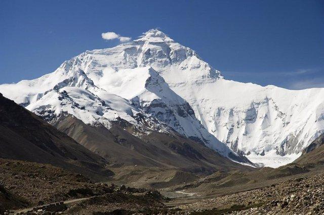 Coronavirus.- Nepal suspende las expediciones al Everest por el brote de coronav