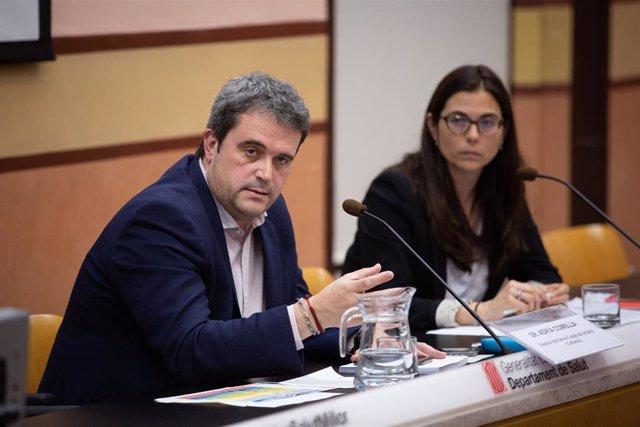 El director del Servei Català de la Salut de la Generalitat, Adrià Comella, i la directora de l'Àrea de Serveis de Serveis Assistencials del Servei Català de la Salut de la Generalitat, Xènia Acebes.